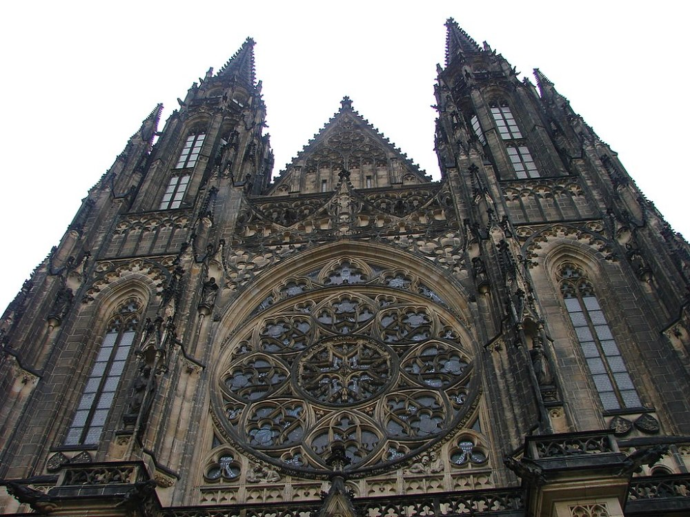 1024px-St._Vitus_Cathedral_-_Prague_Castle_-_Prague_-_Czech_Republic_-_01.jpg